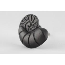 Metalowy uchwyt do mebli w kształcie ślimaka